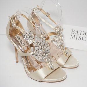 Badgley Mischka T Strap High Heels Sandals Ivory